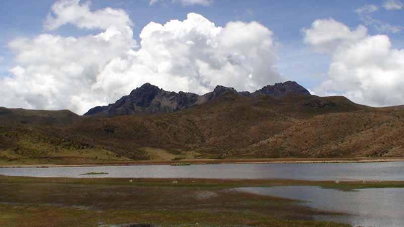 10-cotopaxi-lake.jpg