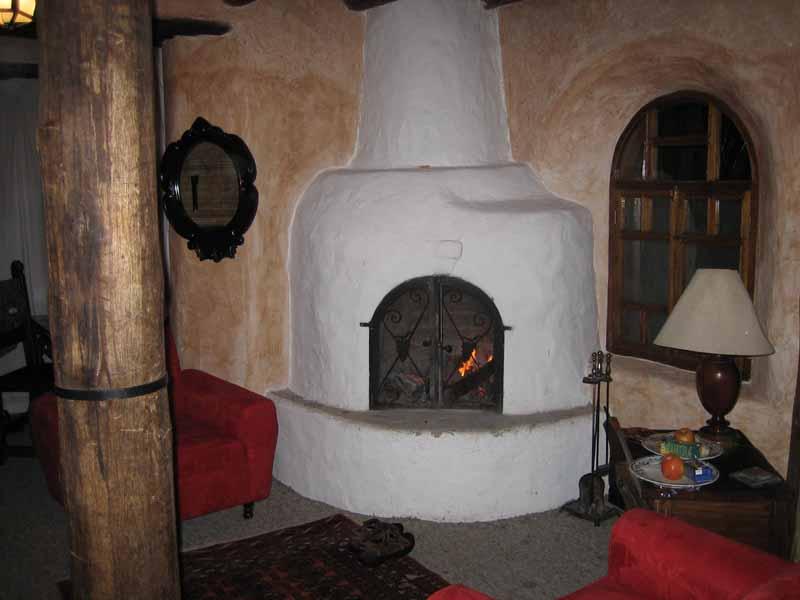 02-room-fireplace.jpg